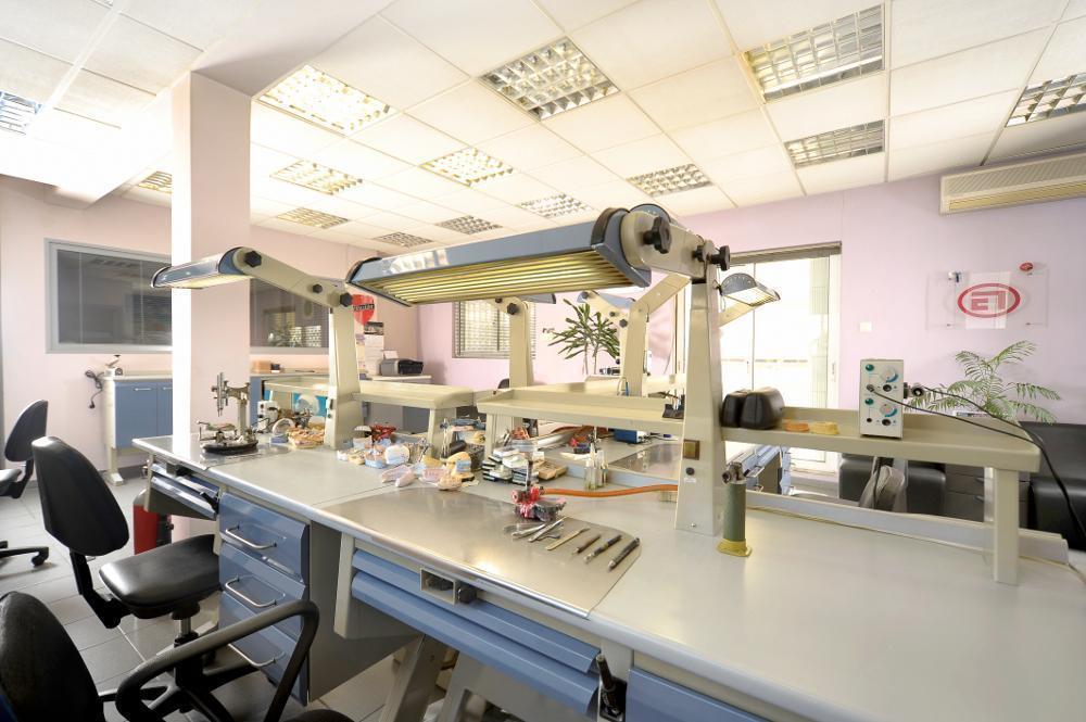 Οδοντοτεχνικό Εργαστήριο κινητής προσθετικής 37cd3331802